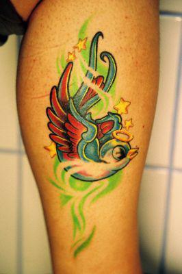 Pin mon 3 me tattoo un tatouage hirondelle sur le poignet les fr on pinterest - Tatouage hirondelle poignet ...